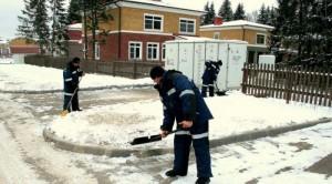 Уборка территории от снега и мусора